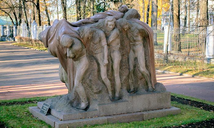 Памятник «Похороны вождя» (Горки Ленинские)