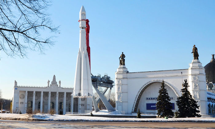 Копия ракеты «Восток» на ВДНХ Москвы