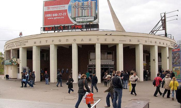Станция метро «ВДНХ» в Москве