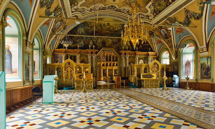 Внутри церкви Преподобного Сергия