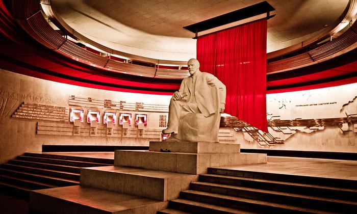 Внутри музея Ленина (Горки Ленинские)