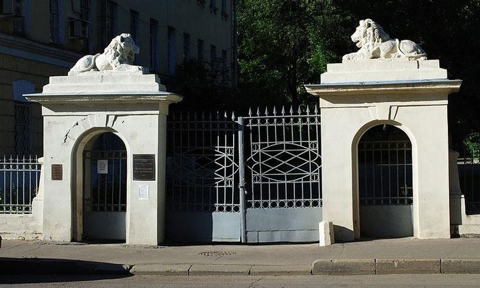 Вход в музей-квартиру Достоевского в Москве