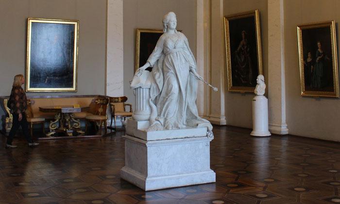 Статуя «Екатерина II – законодательница» в Русском музее