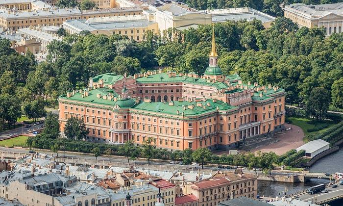 Инженерный (Михайловский) замок в Санкт-Петербурге