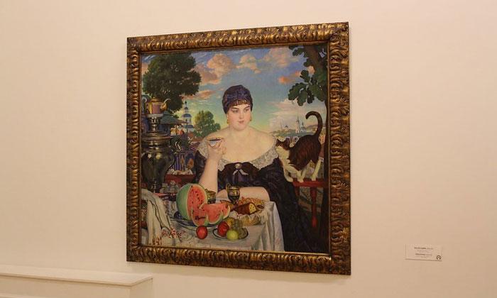 Картина «Купчиха за чаем» в Русском музее