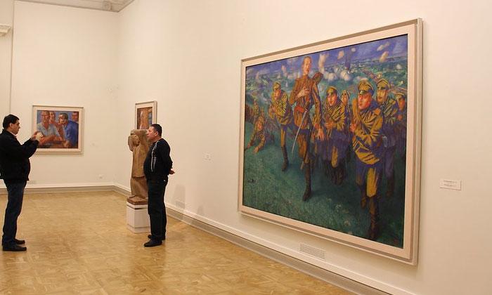Картина «На линии огня» в Русском музее