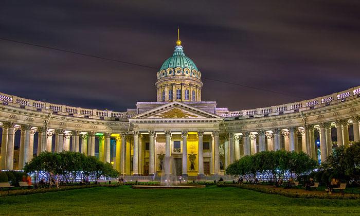 Казанский собор вечером в Санкт-Петербурге