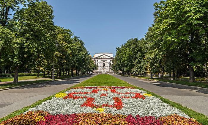 Кленовая улица в Санкт-Петербурге