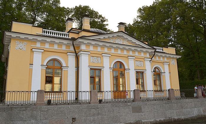 Кофейный домик в Летнем саду Санкт-Петербурга