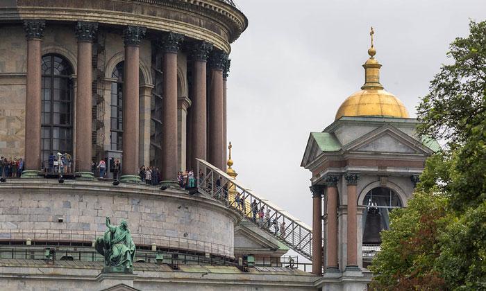Колоннада Исаакиевского собора в Санкт-Петербурге