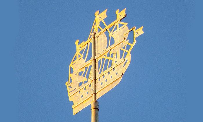 Кораблик на шпиле здания Адмиралтейства в Санкт-Петербурге