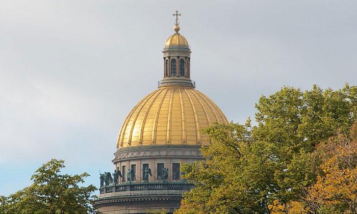 Купол Исаакиевского собора в Санкт-Петербурге
