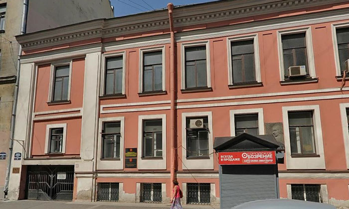 Дом 17 на Малой Морской улице Санкт-Петербурга