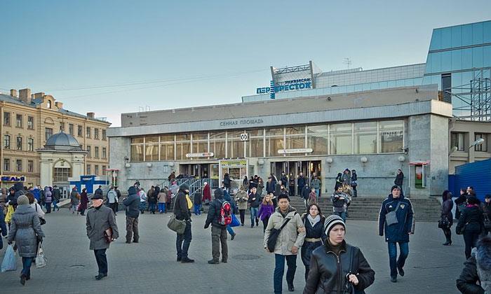 Метро «Сенная площадь» в Санкт-Петербурге