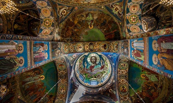 Мозаичный интерьер храма Спаса на Крови в Санкт-Петербурге