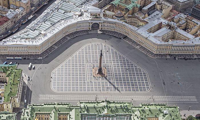 Панорама Дворцовой площади в Санкт-Петербурге