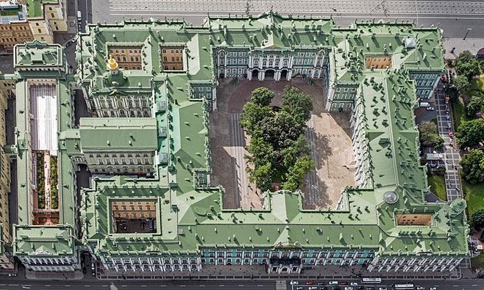 Панорама Зимнего дворца в Санкт-Петербурге