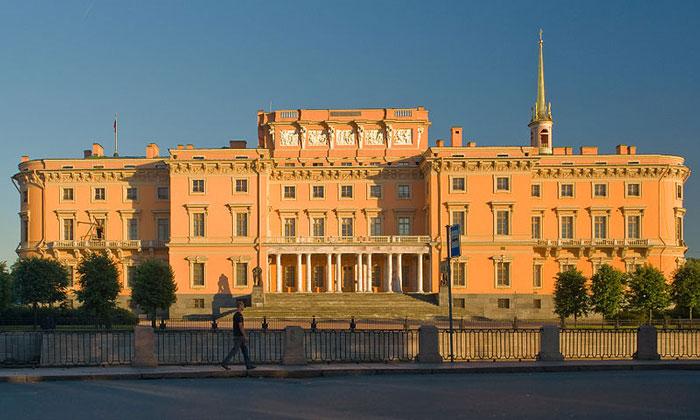 Северный фасад Инженерного замка в Санкт-Петербурге