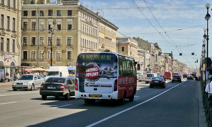 Современный Невский проспект в Санкт-Петербурге