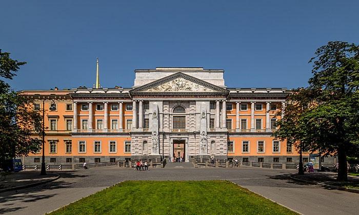 Южный фасад Инженерного замка в Санкт-Петербурге