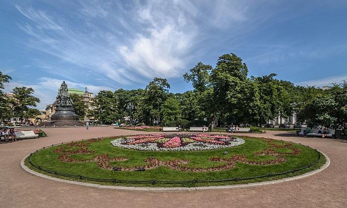Вид с Александринского театра Санкт-Петербурга