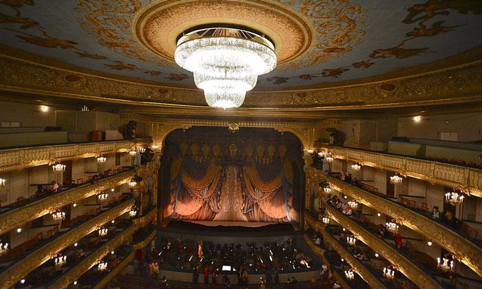 Сцена и зал Мариинского театра в Санкт-Петербурге