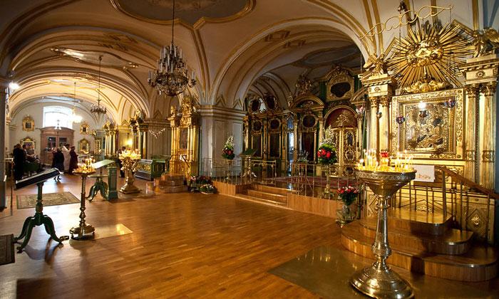 Внутри Никольского собора Санкт-Петербурга