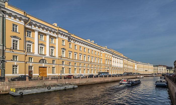Восточный фасад Главного штаба в Санкт-Петербурге
