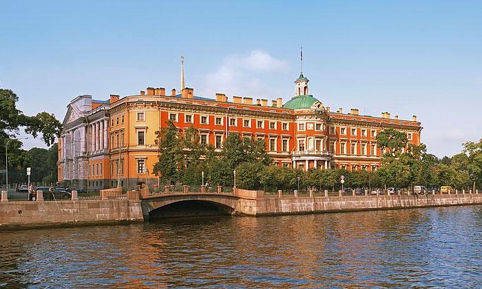 Восточный фасад Инженерного замка в Санкт-Петербурге