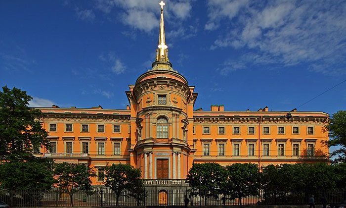 Западный фасад Инженерного замка в Санкт-Петербурге