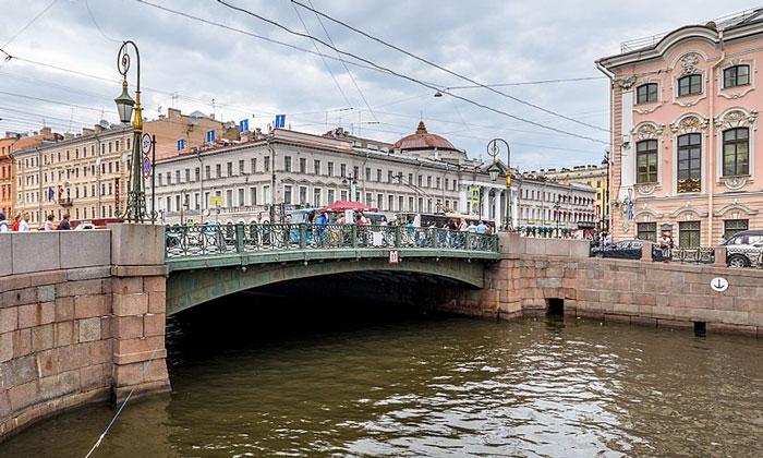 Зелёный мост в Санкт-Петербурге