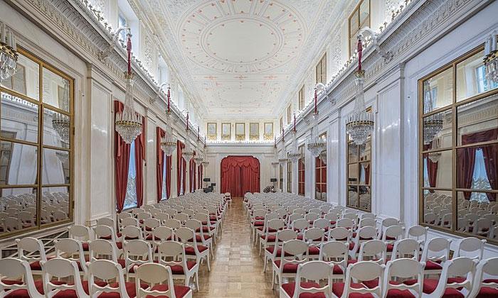 Белый зал Шереметевского дворца на Фонтанке