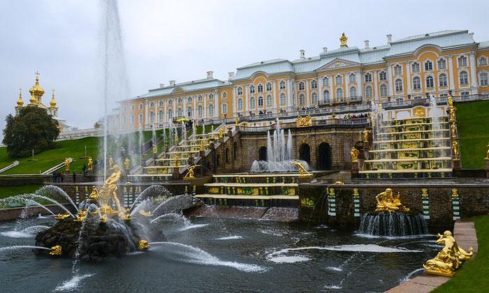 Большой каскад-дворец в Петергофе
