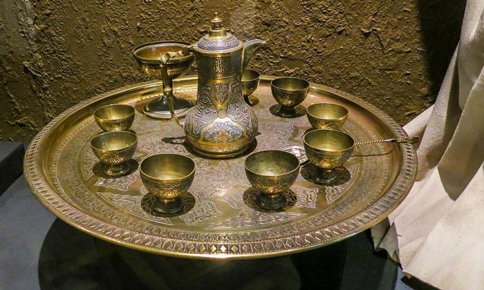 Персидский чайный сервиз Кунсткамеры в Санкт-Петербурге