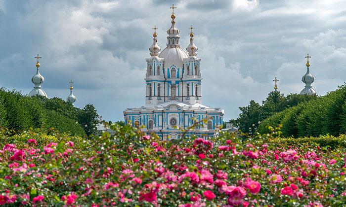 Цвета Смольного собора в Санкт-Петербурге
