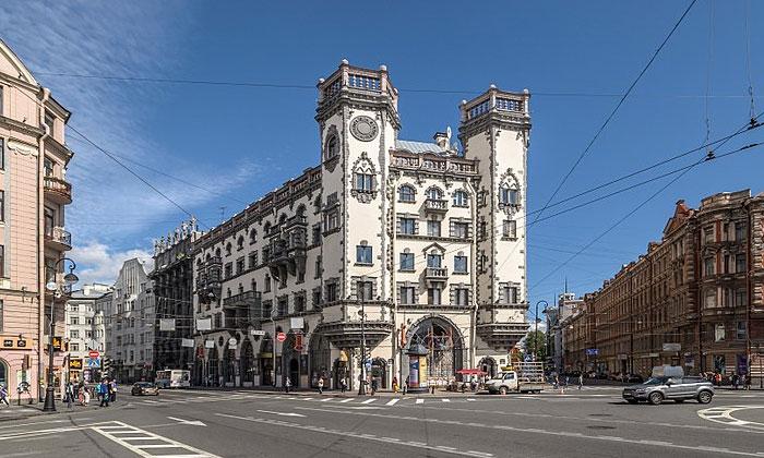 «Дом с башнями» в Санкт-Петербурге