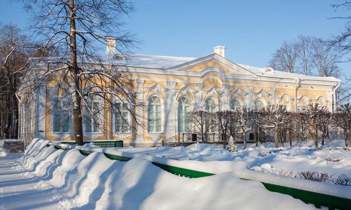 Екатерининский корпус в Петергофе