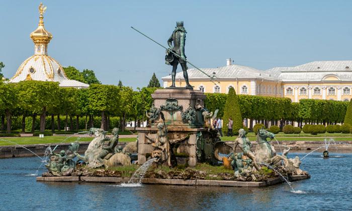 Фонтан «Нептун» в Петергофе