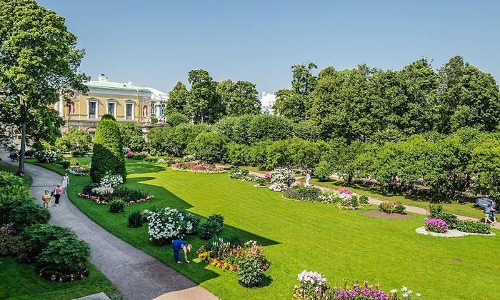 Фрейлинский сад в Царском Селе