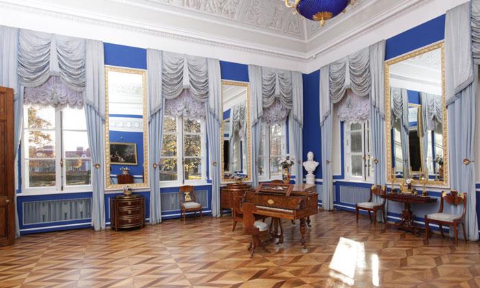 Голубая гостиная Екатерининского корпуса в Петергофе