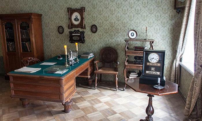 Кабинет Достоевского в Санкт-Петербурге