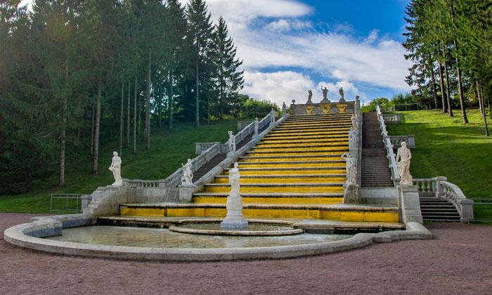 Каскад «Золотая гора» в Петергофе