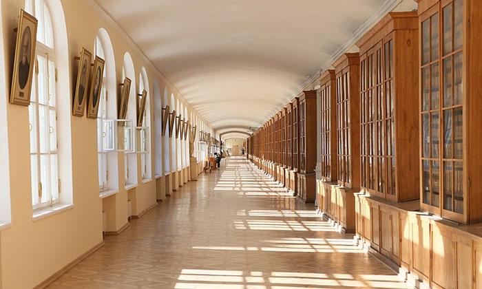 Коридор в здании 12-ти коллегий Санкт-Петербурга