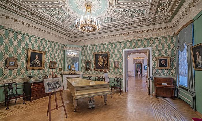 Лепная гостиная Шереметевского дворца на Фонтанке