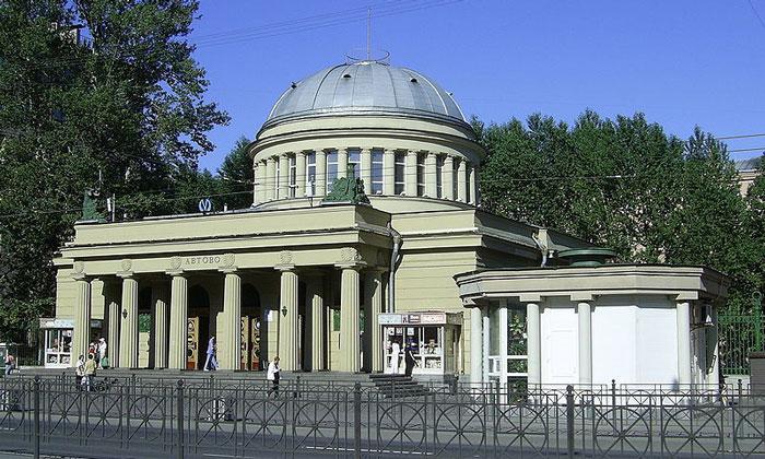 Станция метро «Автово» в Санкт-Петербурге