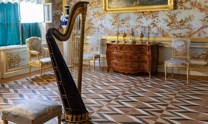 Музыкальная комната Большого дворца в Петергофе