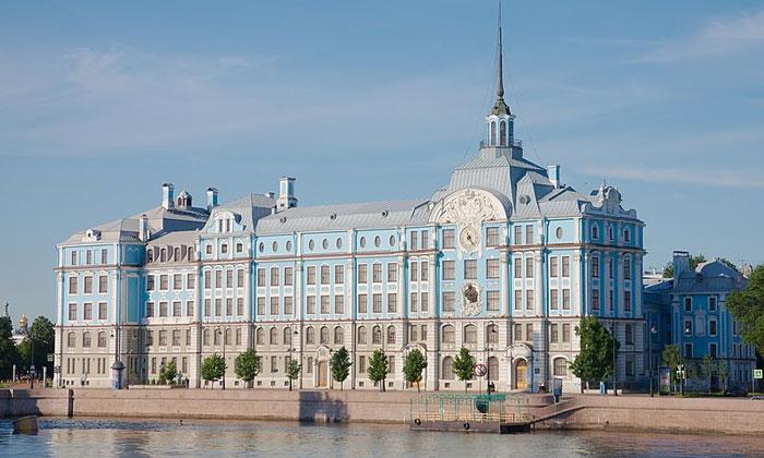 Нахимовское училище в Санкт-Петербурге