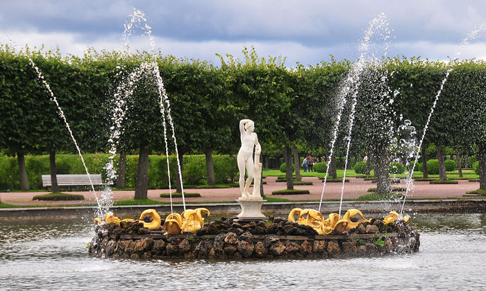 фонтан Квадратных прудов Петергофа