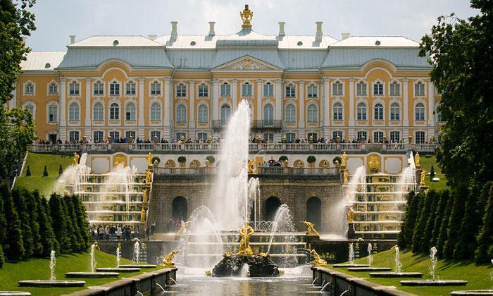 Большой дворец и каскад в Петергофе