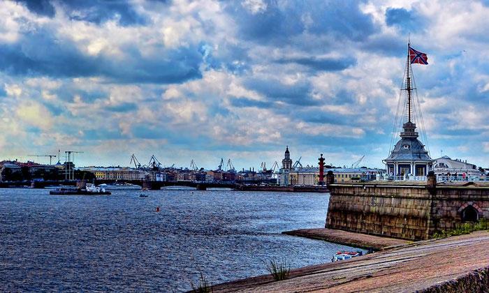 Вид Невы с Петропавловской крепости Санкт-Петербурга